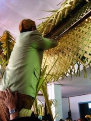 manfaat daun pisang untuk acara adat